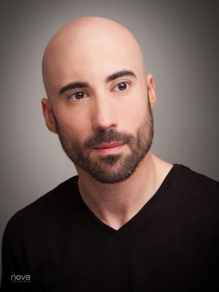 Retrato rostro masculino con barba color
