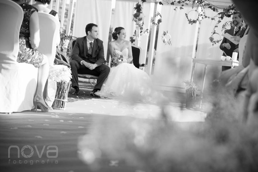 novios sentados en la boda